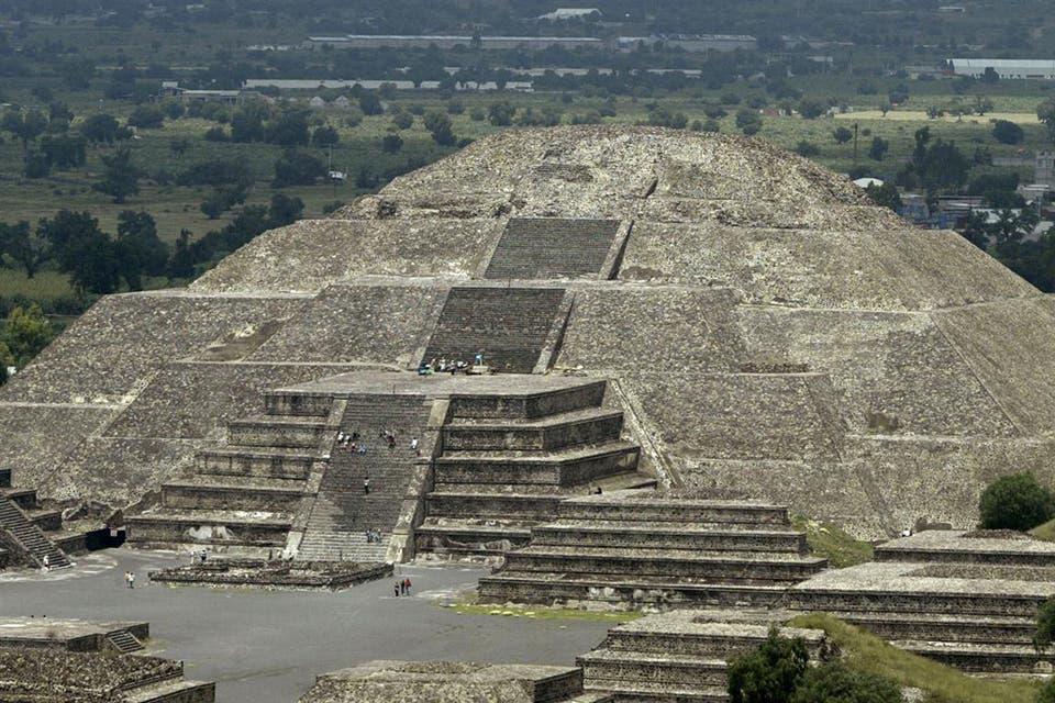 Reflexiones de un viajero en teotihuac n conexi n brando for Escaleras infinitas