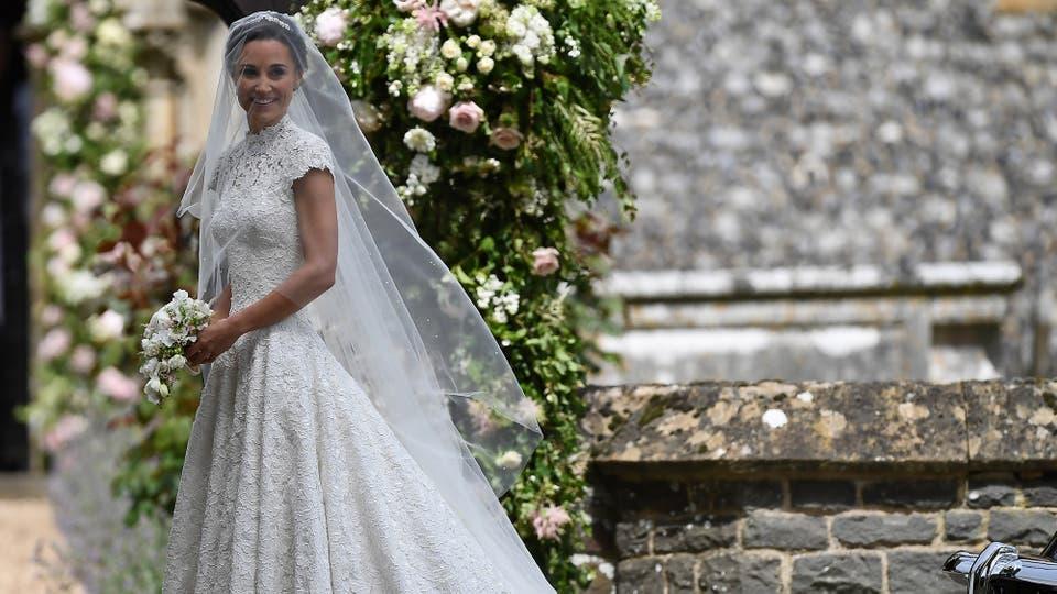 La novia lució un vestido del diseñador británico Giles Deacon. Foto: Reuters / Justin Tallis