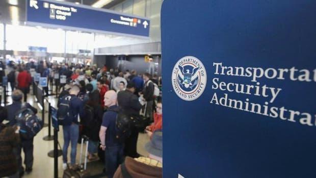 A partir de ahora, muchos de quienes quieran entrar en Estados Unidos tendrán que proporcionar su historial en las redes sociales en los últimos cinco años