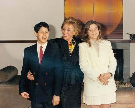 En una imagen sin fecha, junto a sus hijos. Foto: Gentileza Clarín