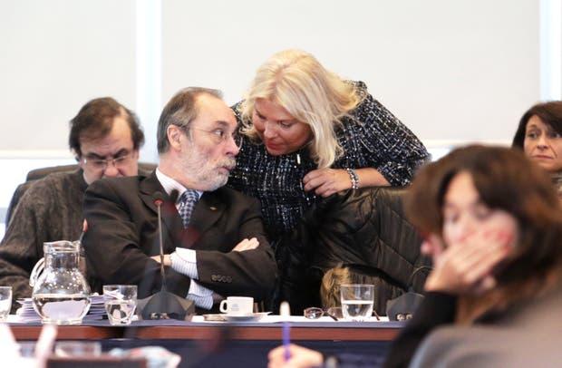 Tonelli, presidente de la comisión, y Carrió, en la reunión de ayer