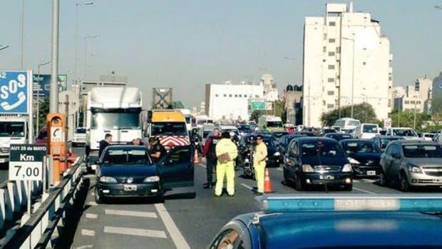 La pelea de tránsito en la autopista Avenida de Mayo