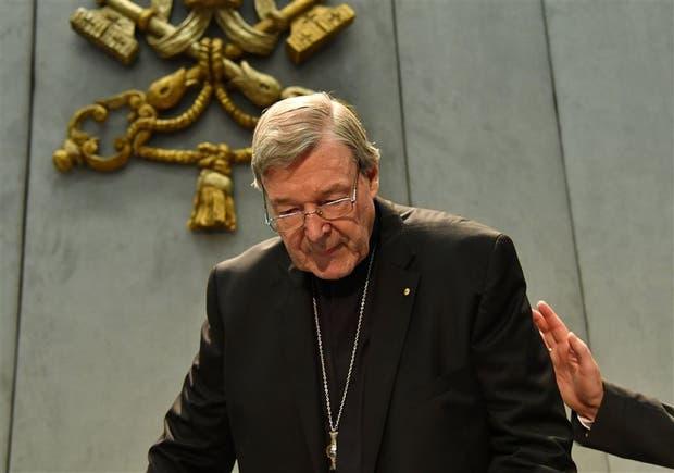 Pell, ayer, al brindar una declaración en la Santa Sede por el escándalo