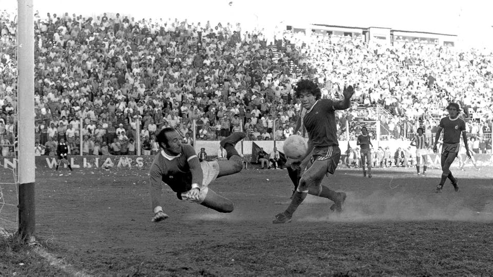 2-11-1980: un mano a mano contra San Martín de Mendoza en el Nacional. Foto: LA NACION