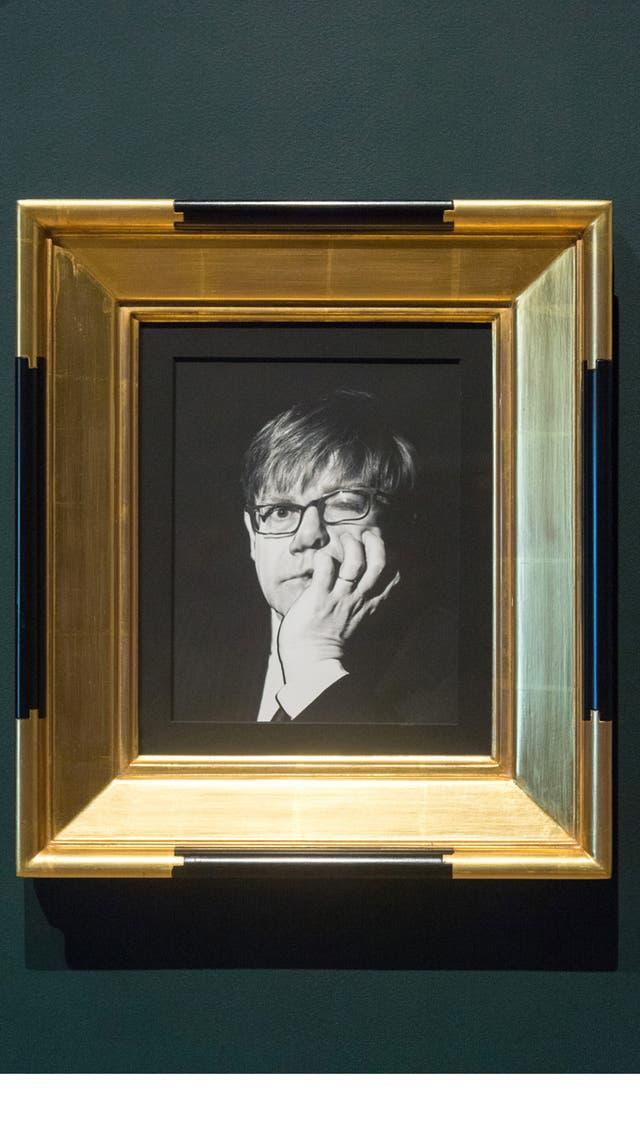 Elton John por Irving Penn, 1997