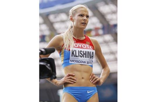 El duelo mundialista en Moscú entre la local Darya Klishina y la eslovena Snezana Rodic. Foto: AFP