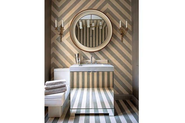 Espejito, espejito... Vanitory espejado con mesada y pileta de mármol.  /Dustjacket-attic.com