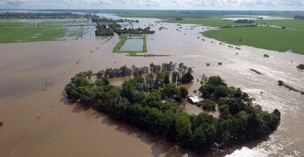 Campos inundados en la zona de Arroyo del Medio, cerca de La Emilia, provincia de Buenos Aires