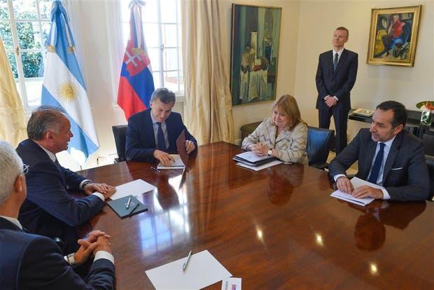 Macri; su par eslovaco, Kiska, y Malcorra, ayer, en Olivos
