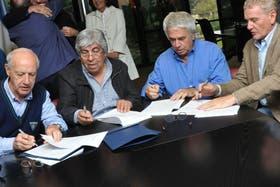 Lavagna, Moyano, De la Sota y De Narváez, momentos antes del acto