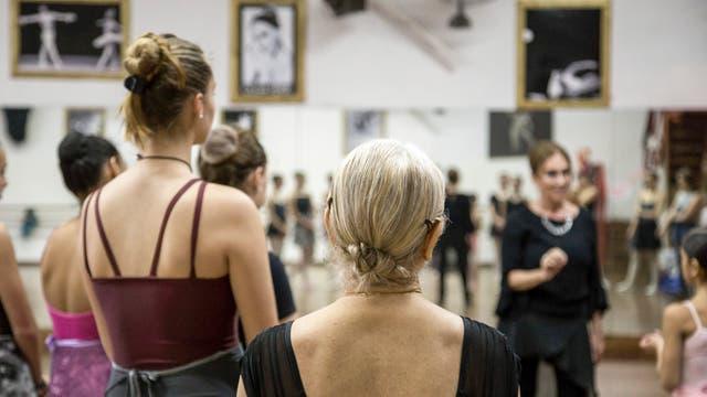 La clase de ballet que mezcla bailarinas de todas las edades