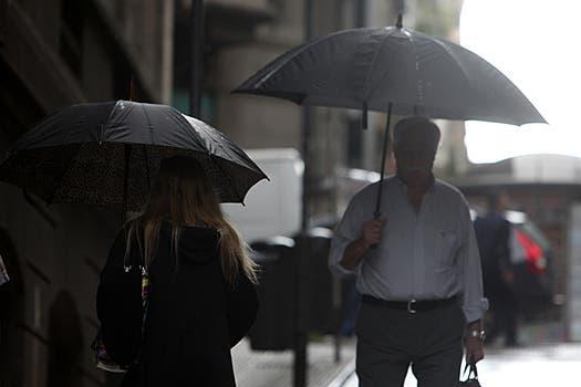En las primeras horas de hoy se registraron fuertes precipitaciones en el área metropolitana. Foto: LA NACION / Ezequiel Muñoz