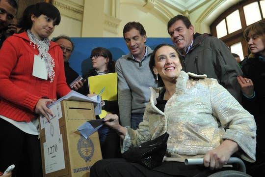Gabriela Michetti aspirante a senadora por el PRO, votó en el Colegio San José, en Azcuenga 158 de Capital Federa. Foto: Télam