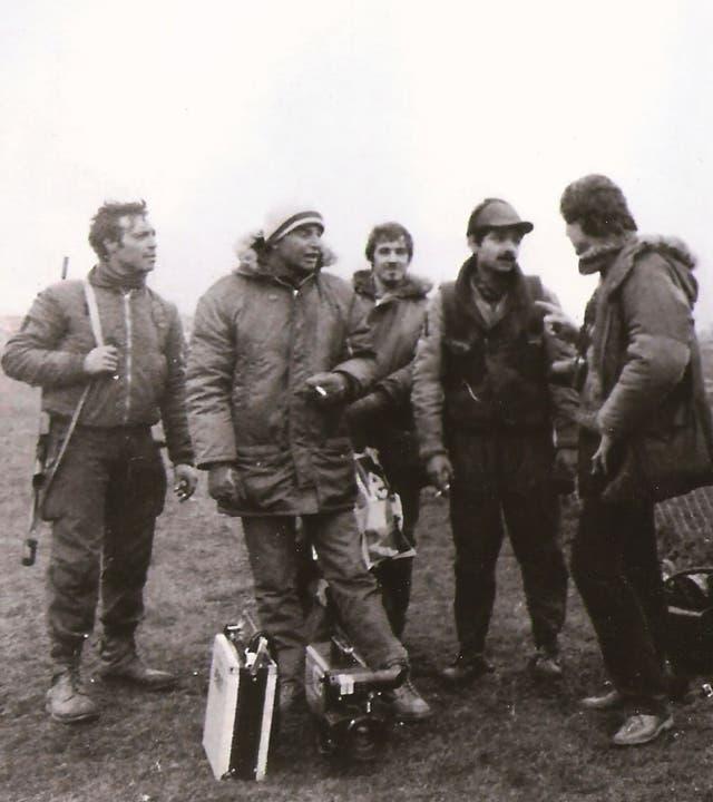 Kasanzew, hablando con el ametralladorista Herrera, en Malvinas