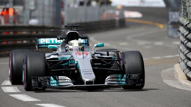 Hamilton y su postal en Monaco