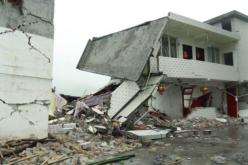 En las aldeas más dañadas casi todas las edificaciones de baja altura colapsaron por el temblor. Foto: AFP
