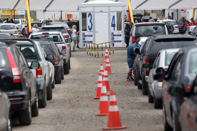 Las largas colas de automóviles en la frontera entre Chile y Argentina