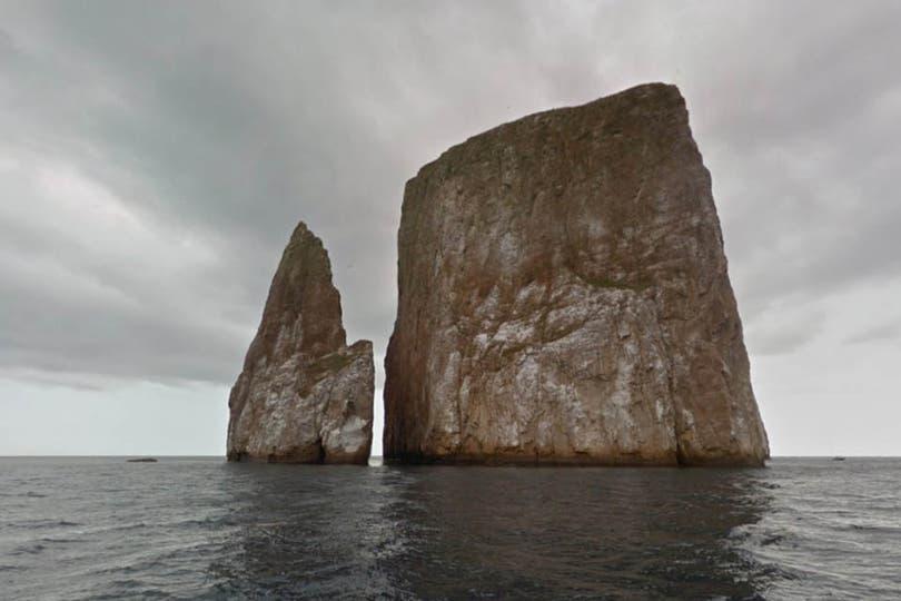 El León Dormido está conformado por los restos de un cono de lava en medio del mar. Es uno de los sitios más populares para el buceo en Galápagos. Está cerca de San Cristóbal, la isla donde se encuentra uno de los pueblos más importantes del archipiélago. Foto: Google