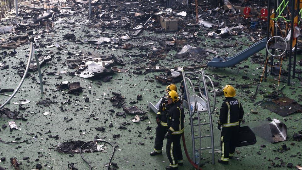 Los bomberos trabajan incansablemente para controlar definitivamente la situación. Foto: Reuters