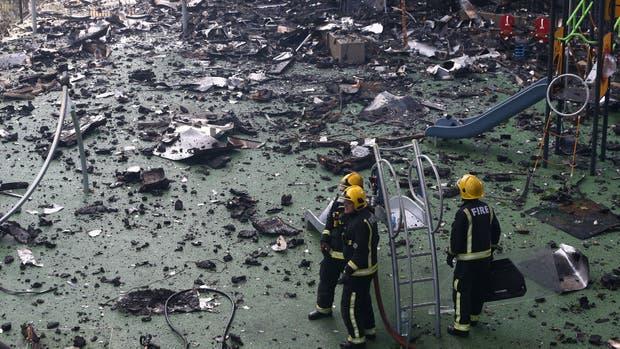 Al menos seis fallecidos en el incendio de un edificio de Londres