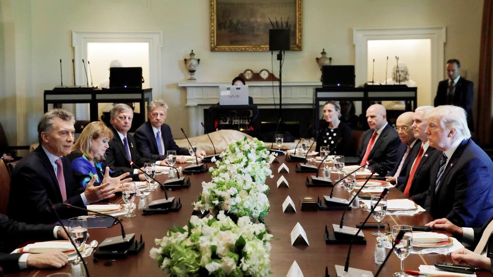 Mauricio Macri y el presidente Donald Trump durante un almuerzo en la Casa Blanca. Foto: Reuters / Kevin Lamarque