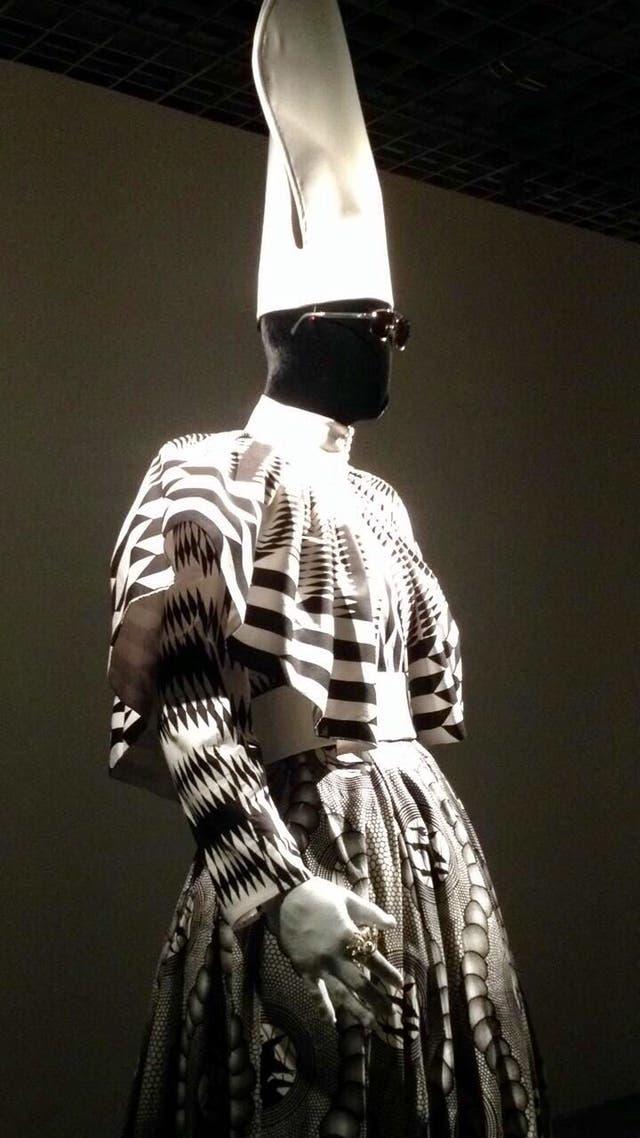 El vestuario del Papa negro según Ramírez para Elle de Jean Genet, un adelanto en el CCK