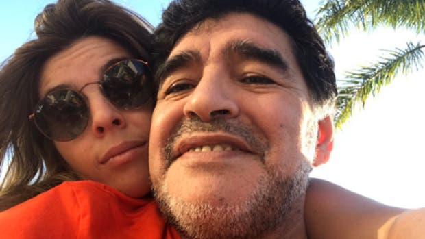 Maradona anunció en Instagram que se casa una de sus hijas