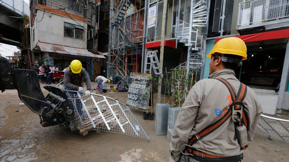 """Fernández sostuvo que para diciembre de 2018, """"el 100% de las calles del barrio 31 serán como las del resto de la ciudad"""". Foto: LA NACION / Ricardo Pristupluk"""