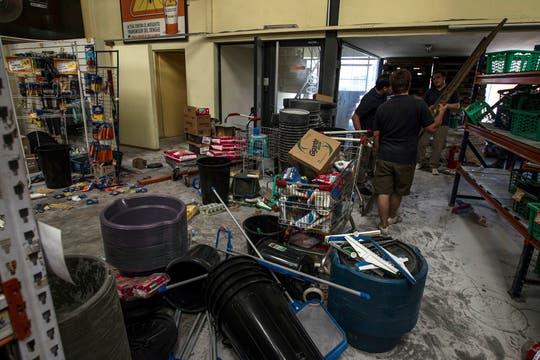 Comercios totalmente destrozados. Foto: LA NACION / Aníbal Greco