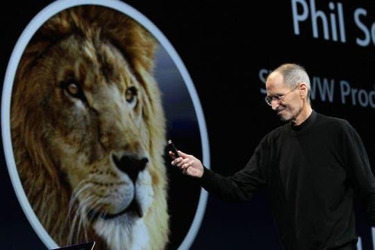 Steve Jobs se presentó por segunda vez en un evento de Apple, tras anunciar su licencia médica. Foto: AFP