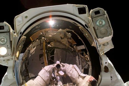 Heidemarie Stefanyshyn-Piper, otra de las astronautas que se tomaron una selfie en 2006. Foto: Gentileza NASA
