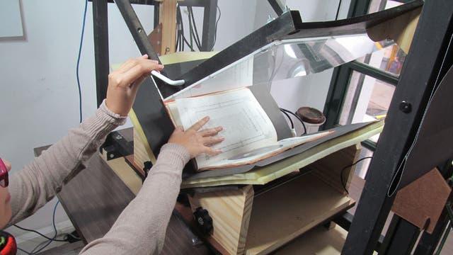 El equipo puede digitalizar unas 700 páginas por hora