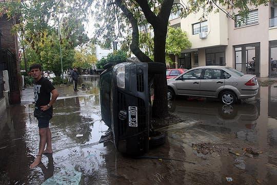 Cayeron 181 milímetros de agua, una cifra récord, que inundaron zonas densamente pobladas de la ciudad; la peor catástrofe de La Plata. Foto: LA NACION / Santiago Hafford