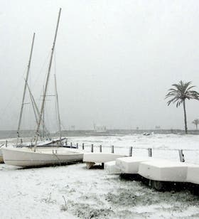 El temporal de nieve que se desató en Cataluña paralizó el puerto; este invierno causó muchos inconvenientes en muchos puntos de Europa y EE.UU.