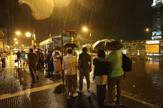 El dilivio que cayó sobre Buenos Aires provocó grandes trastornos en la ciudad. Foto: LA NACION / Marcelo Gómez