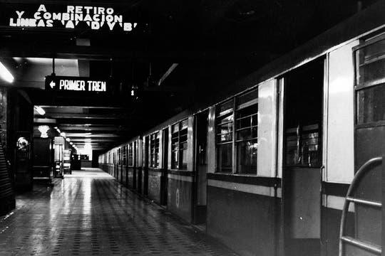Imagen del anden de la linea C; septiembre de 1968.. Foto: Archivo