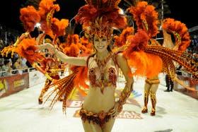 El carnaval realizado en el corsódromo de Gualeguaychú, al que un sacerdote criticó por ser una forma de violencia de género
