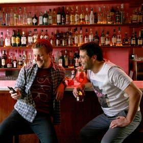 Hoyquesale. Juan Nielsen y Joaquín Wagner en Río Bar. Desde las redes, sus consejos son clave a la hora de salir