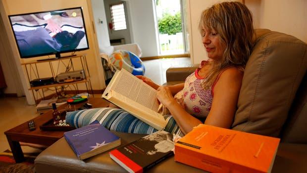 Quedarse para leer o a ver televisión, las opciones de Mariana ''Kiwi'' Sainz