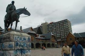 Aspecto que presenta hoy el monumento a Roca, ubicado en la plaza del Centro Cívico