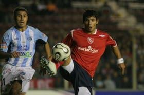 Agüero, marcado por Benítez; anoche, el talentoso delantero de Independiente no desequilibró