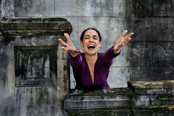 Sonia Braga a viva voz. Foto: Gentileza www.pirellical.com