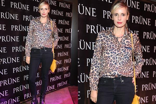 Camisa animal print, chupines y borcegos para Julieta Cardinali. ¿Qué te parece su look? Foto: Urban PR.