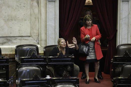 La oposición se retiró del recinto; en la imagen, Patricia Bullrich a punto de irse; Elisa Carrió se quedó. Foto: DyN