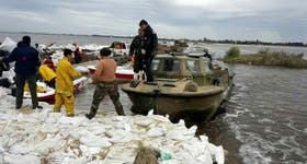 Tras las inundaciones, la ayuda militar llega a Melincué, Santa Fe
