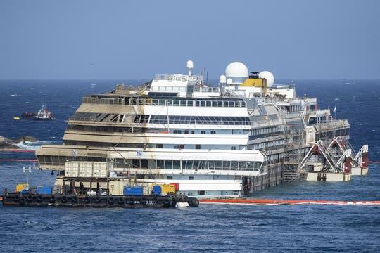 El crucero había naufragado el 13 de enero de 2012 frente a la isla de Giglio, en la Toscana. Foto: AFP