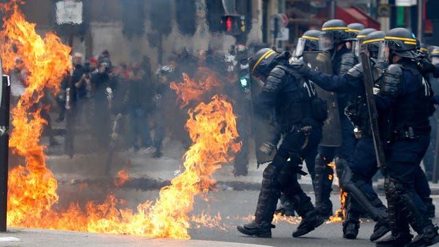 Francia: graves incidentes en un acto en repudio contra Marine Le Pen y Emmanuel Macron