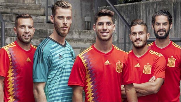 Jordi Alba, De Gea, Asensio, Koke e Isco, con el modelo de la discordia