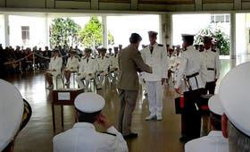 Ayer egresaron los marinos que debieron dejar la Fragata Libertad