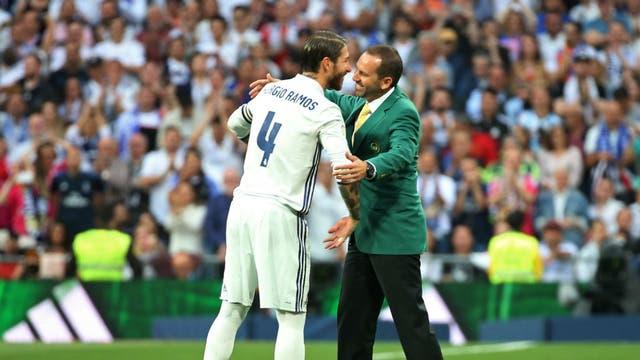 Ramos saluda a García